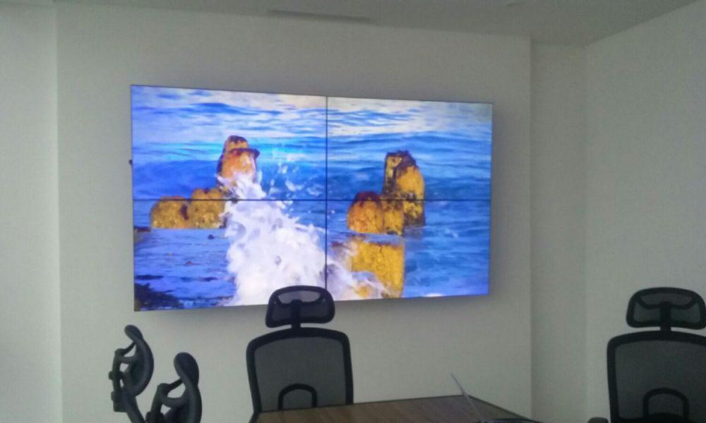 8 Video wall  2x2